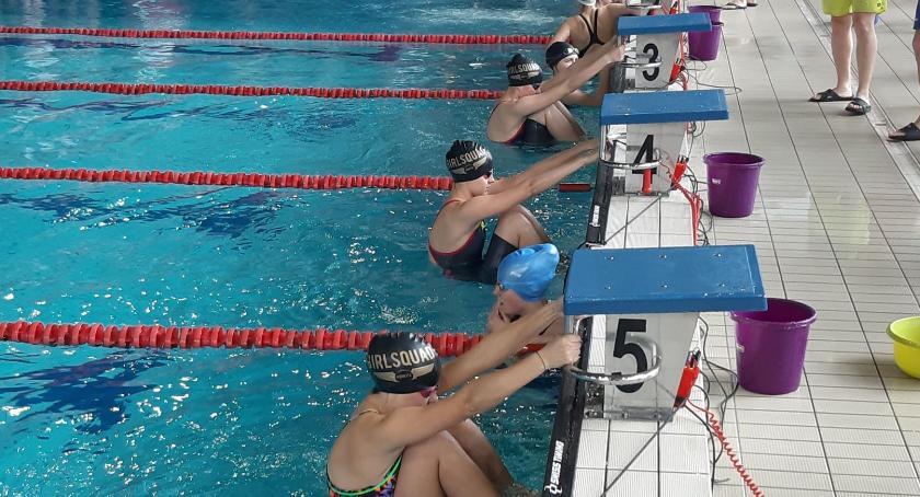 Pływanie, Dobry start gimnazjalistek awans mistrzostw regionu - zdjęcie, fotografia