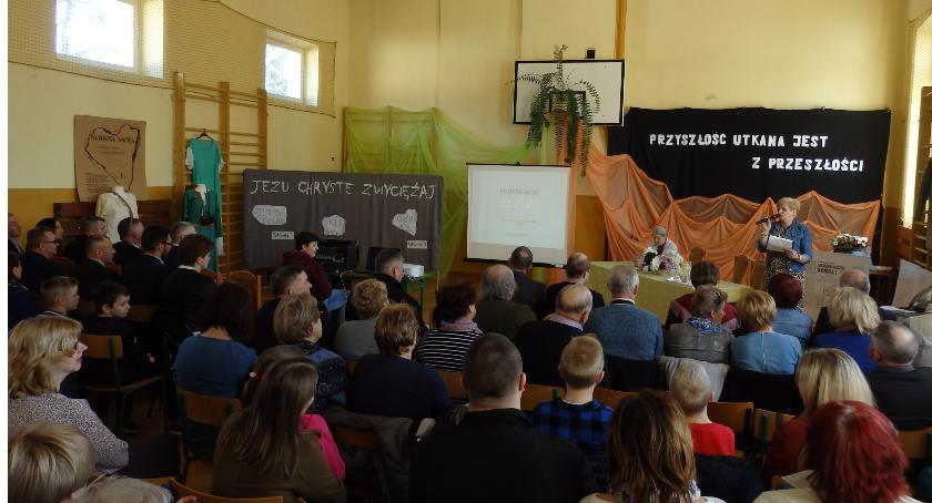 Inne Ciekawostki, Podebłociu rozmawiali odkryciach archeologicznych - zdjęcie, fotografia