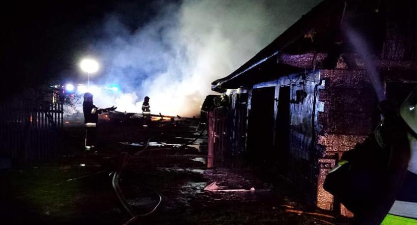 Pożary - interwencje straży, Pożar dwóch budynków ogniem walczyło zastępów straży - zdjęcie, fotografia
