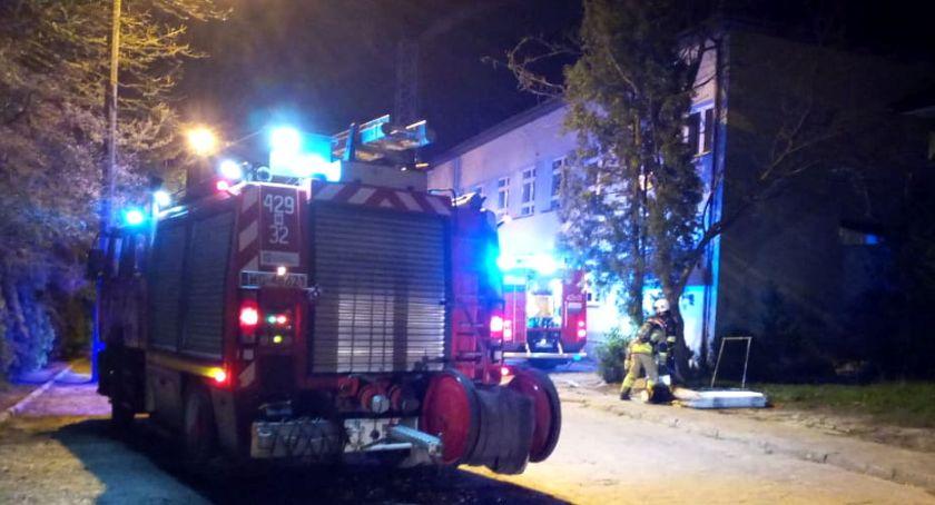 Pożary - interwencje straży, Pożar mieszkania budynku szkoły poszkodowana kobieta - zdjęcie, fotografia