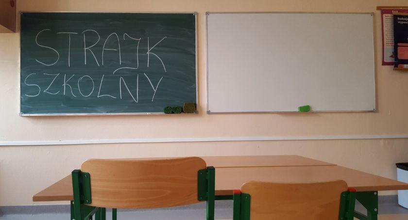 Inne Powiat, Strajkuję nauczycielka polskiego proteście pracowników oświaty - zdjęcie, fotografia