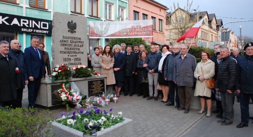 Uroczystości Powiat, Uczcili rocznicę katastrofy smoleńskiej - zdjęcie, fotografia