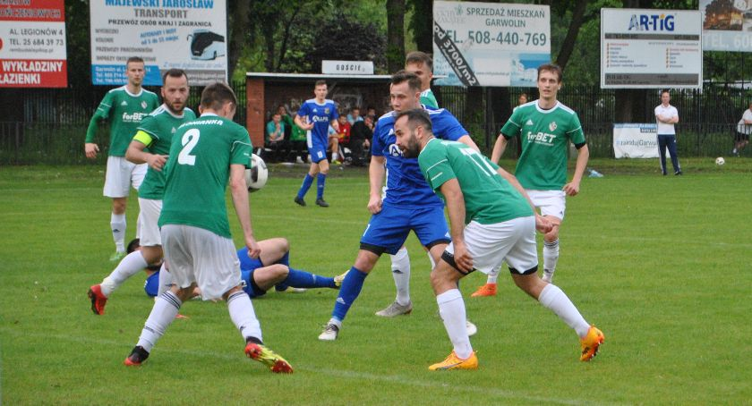 Piłka nożna, Wilga równorzędnym rywalem wicelidera - zdjęcie, fotografia