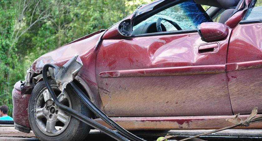 Wypadki drogowe , Wypadek Zderzenie ciężarówki osobówką aucie dzieci - zdjęcie, fotografia