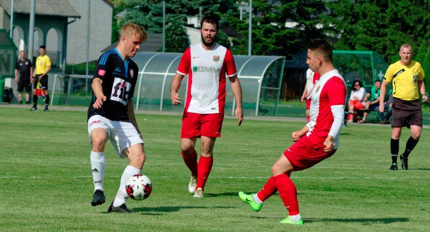 Piłka nożna, niespodzianki Grodzisku Mazowieckim - zdjęcie, fotografia
