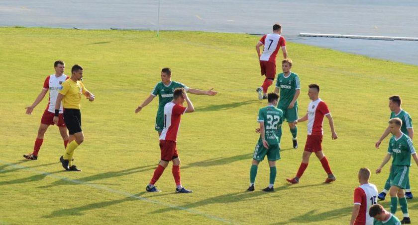 Piłka nożna, Arcyważne zwycięstwo Wilga dużymi szansami utrzymanie - zdjęcie, fotografia