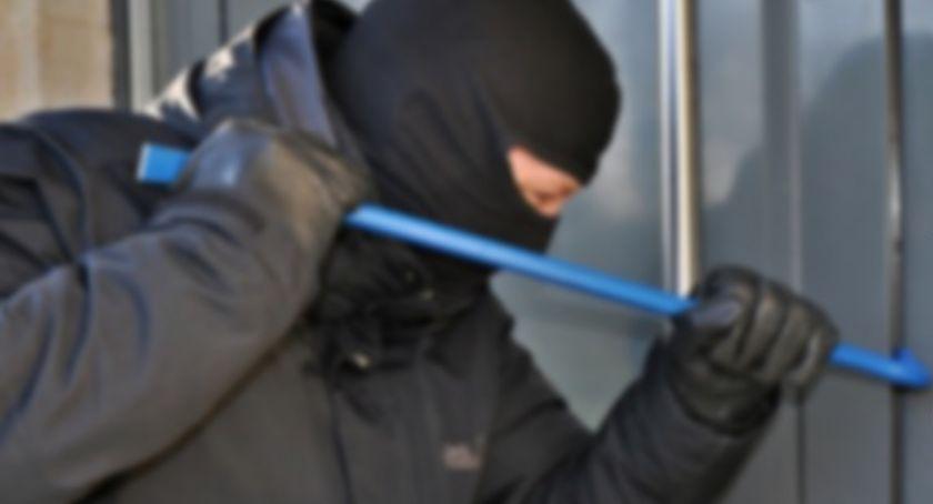 Sprawy kryminalne , Włamywacz wszedł jeden domowników spał - zdjęcie, fotografia
