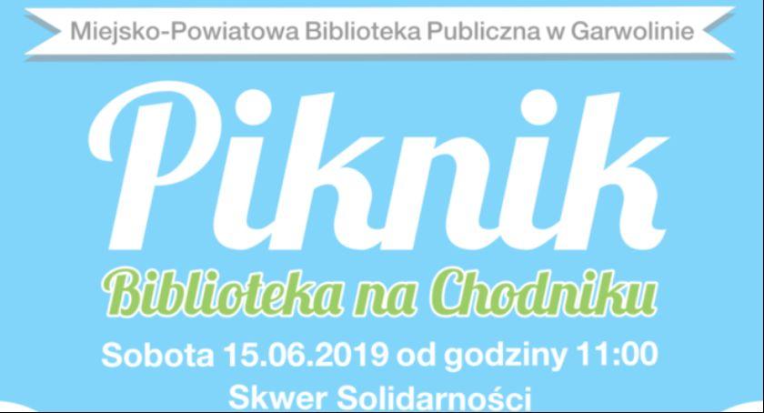 W Garwolinie, Piknik literacki Biblioteka chodniku - zdjęcie, fotografia
