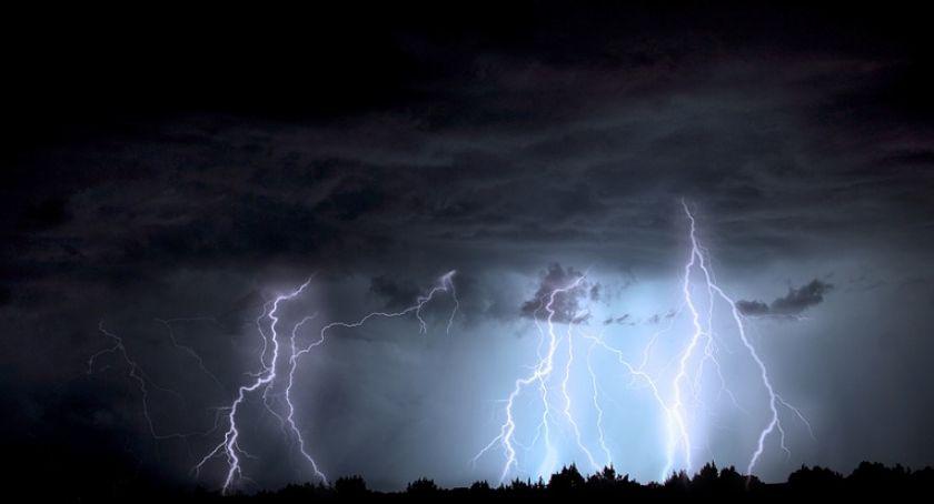 Inne Powiat, Alert Silny wiatr burze - zdjęcie, fotografia