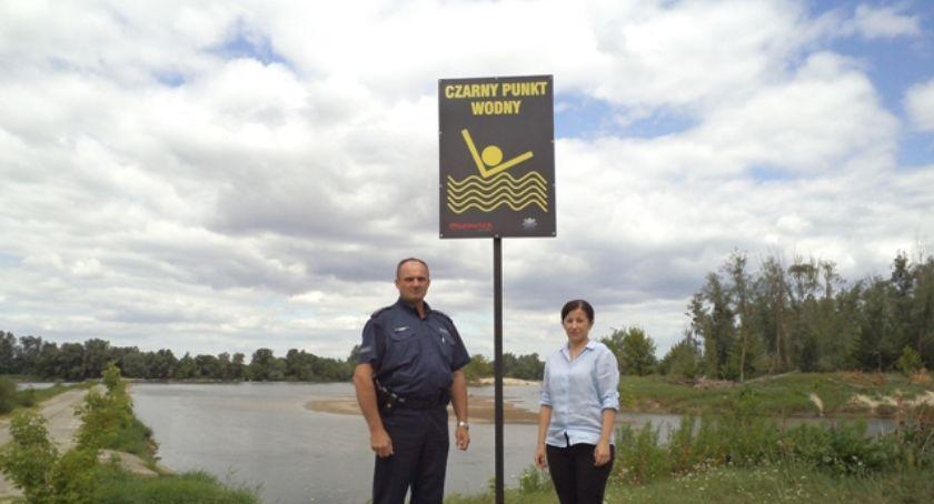Inne Powiat, Dzielnicowi kontrolują dzikie kąpieliska - zdjęcie, fotografia