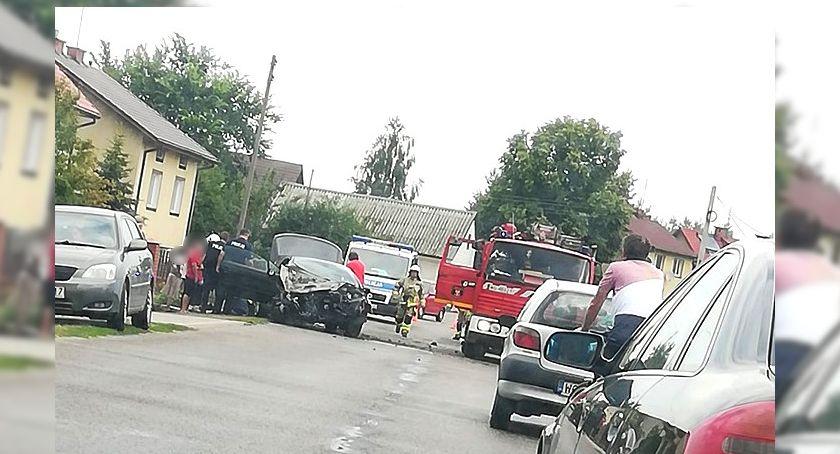 Wypadki drogowe , Wypadek Samochód uderzył ogrodzenie posesji - zdjęcie, fotografia