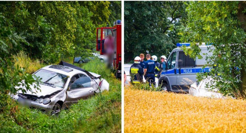 Wypadki drogowe , Mercedes zjechał uderzył drzewo - zdjęcie, fotografia