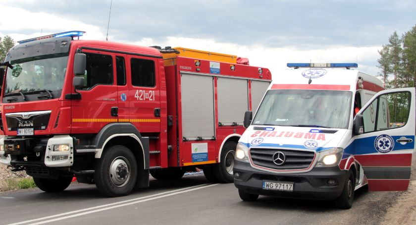 Wypadki drogowe , Zderzyły samochody Wypadek DW801 szpitalu dziecko - zdjęcie, fotografia