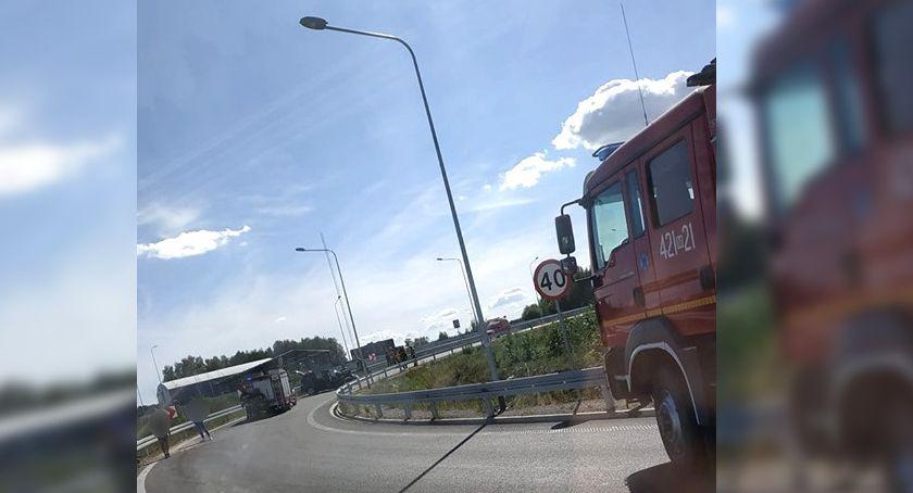 Wypadki drogowe , uderzył bariery ochronne - zdjęcie, fotografia