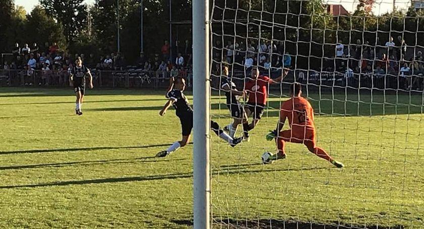 Piłka nożna, Istnieje świat Górala Victorią - zdjęcie, fotografia