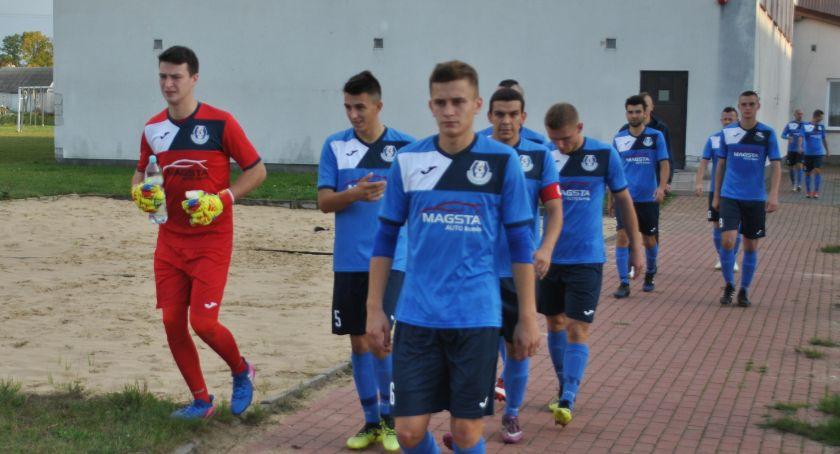 Piłka nożna, Murowany faworyt Hutnik jedzie Jabłonnej - zdjęcie, fotografia