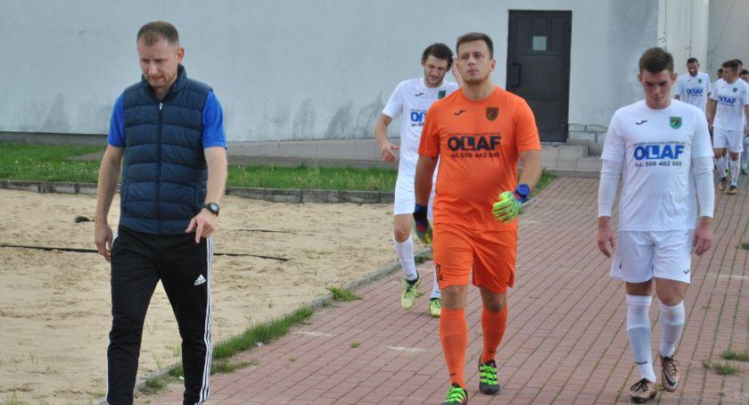 Piłka nożna, Orzeł kontynuuje passę - zdjęcie, fotografia