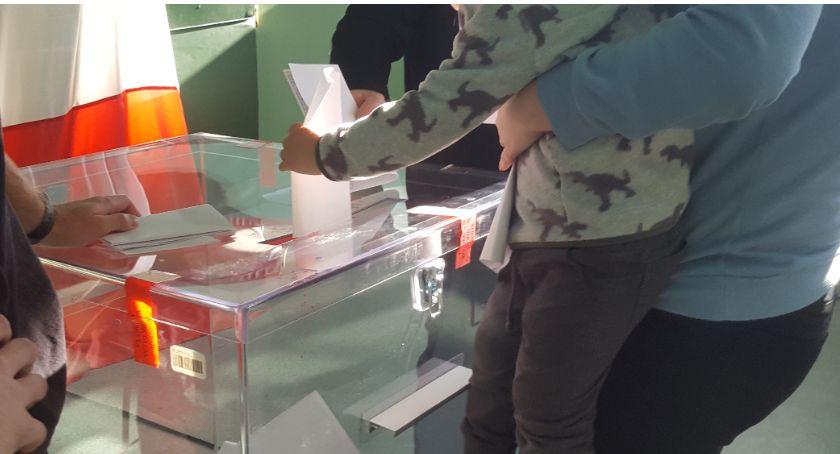 Inne Powiat, mieszkańców poszło głosować Frekwencja wyborcza powiecie - zdjęcie, fotografia