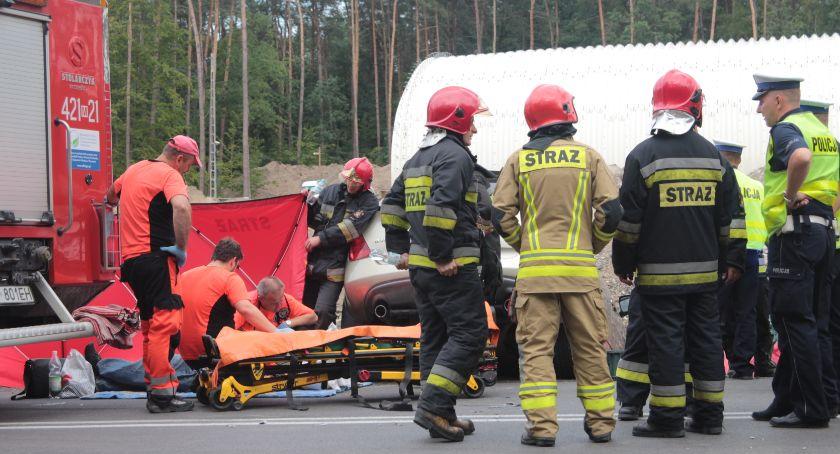 Wypadki drogowe , Wypadek Droga zablokowana - zdjęcie, fotografia