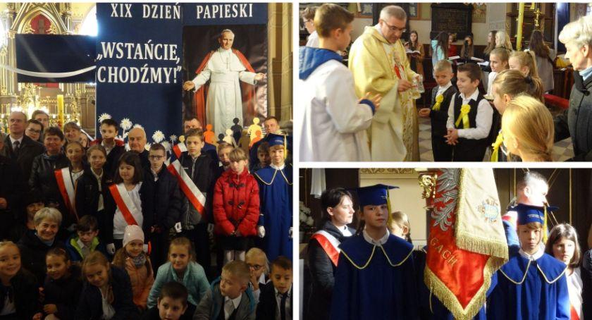 Inne Powiat, Wstańcie chodźmy! Dzień Papieski szkole Brzegach - zdjęcie, fotografia