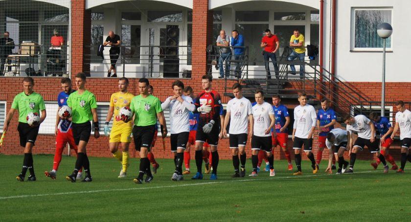 Piłka nożna, radziły sobie nasze ekipy - zdjęcie, fotografia
