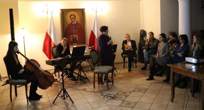 Spotkania, Miętnem ożywili pamięć tylko Popiełuszce - zdjęcie, fotografia
