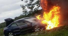 Spłonął peugeot. Auto stało w komisie, ale nie komis je sprzedał