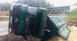 Gm. Pilawa: Przewróciła się ciężarówka