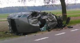 Wypadek na DK 17: Ukrainiec uderzył w drzewo