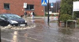 Dlaczego po raz kolejny zalało ul. Olimpijską i plac przed basenem?