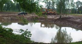 Miasto Garwolin porządkuje teren przy moście
