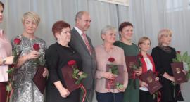 Powiatowy Dzień Edukacji Narodowej – dyrektorzy i nauczyciele docenieni