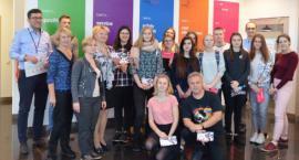 Licealiści odwiedzili fabrykę AVON Operations Polska