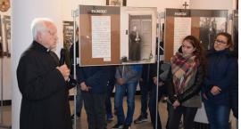 W Borowiu otwarto wystawę o ks. Popiełuszce