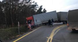 Wylot z S17 w stronę Lublina zablokowany - ciężarówka w rowie