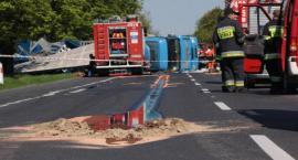 Wypadek na DK17 – zderzenie osobówki z ciężarówką – 2 osoby ranne