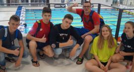 Rekordowe przedświąteczne starty pływaków UKS Delfin
