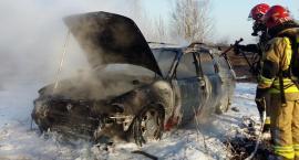 Pożar samochodu w Garwolinie - opel w płomieniach
