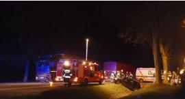 Wypadek na DK 17 – Czołowe zderzenie skody z ciężarówką – 3 osoby w szpitalu