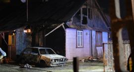 Pożar samochodu i budynku mieszkalnego w Pilawie