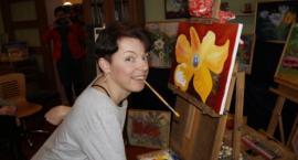 Maluje obrazy ustami – warsztaty malarskie z Agniszką Sapińską