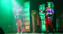 Teatr Kultureska z pełnym kolorów spektaklem w Garwolinie