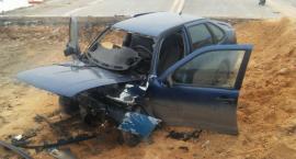 Wypadek na starej DK17 – w samochodzie zwłoki mężczyzny
