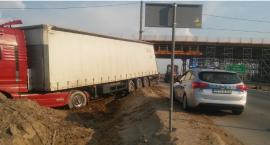 DK17 – ciężarówka wjechała na plac budowy S17 – utrudnienia