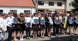 Zakończyli rok szkolny - najlepsi otrzymali nagrody i dyplomy