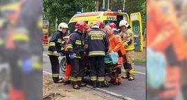 Wypadek na DK76 - zderzenie 2 osobówek i ciężarówki - trzy osoby w szpitalu