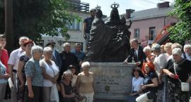 Pomnik św. Anny już przed kolegiatą