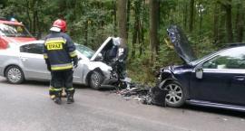 Czołowe zderzenie samochodów – 6 osób w szpitalu