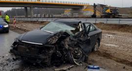 Wypadek na DK17 – czołowe zderzenie ciężarówki z osobówką