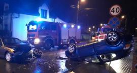 Wypadek w Sylwestra – zderzenie aut i dachowanie